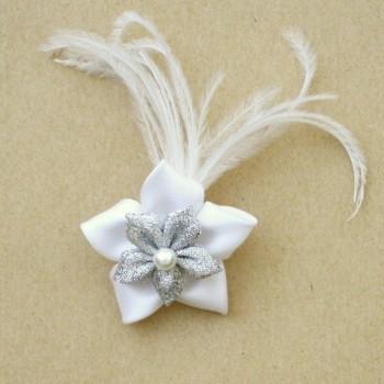 Broche fleur argent et blanc plumes BRO340