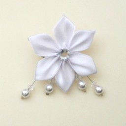 Broche mariage fleur blanche BRO348