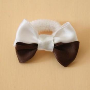 Noeud mariage sur chouchou blanc et chocolat AC1001A