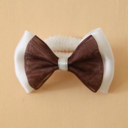 Noeud mariage sur chouchou blanc et chocolat AC1002A