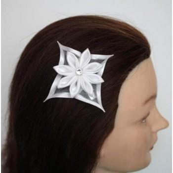 Pince à cheveux fleur satin blanche PI1248A