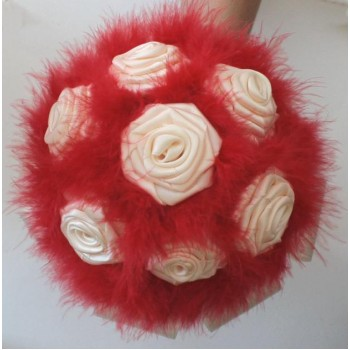 Bouquet de fleurs ivoire et plumes rouges BF1002A