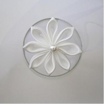 Epingle à cheveux fleur blanche EP2001A