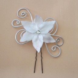 Epingle à cheveux fleur blanc et argent EPA331