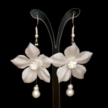 Boucles d'oreilles mariage fleur blanche BO1280A