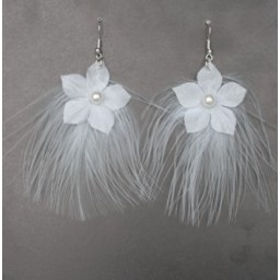 Boucles d'oreilles fleur plumes blanc BO1242A