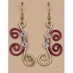 Boucles d oreilles aluminium rouge foncé et or BOA263