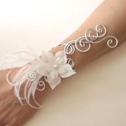 Bracelet mariage blanc + fleur + plumes BRA314