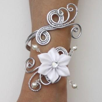 Bracelet mariage aluminium argenté fleur satin blanche BRA348