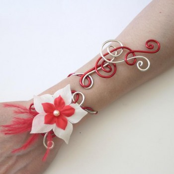 Bracelet mariage rouge champagne + fleur + plumes BRA319