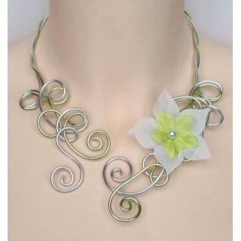 Collier mariage aluminium argent vert anis + fleur COA270