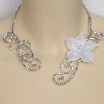 Collier mariage blanc et argent + fleur COA353