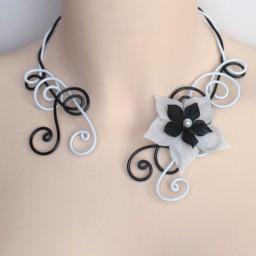Collier mariage noir et blanc + fleur COA320