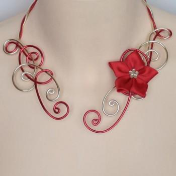 Collier mariage rouge doré fleur COA324