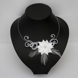 Collier mariage blanc fleur plumes CO1281A